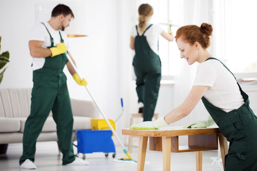 Reinigungsfirma für das Hotel beauftragen